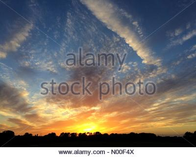 UK Weather, London, UK. 15th June 2017. Beautiful sunset in Hackney. - Stock Photo