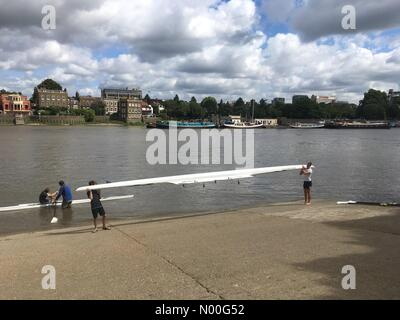 London, UK. 04th Aug, 2017. UK Weather: Rowers on river Thames.Rowers take to the water on the river Thames near - Stock Photo