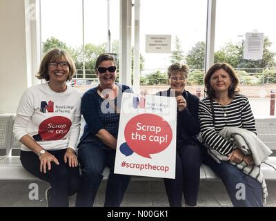 Terrett Ave, Oxford, UK. 06th Sep, 2017. Members of Oxfordshire RCN Groupon route to London for #scrapthecap Credit: - Stock Photo