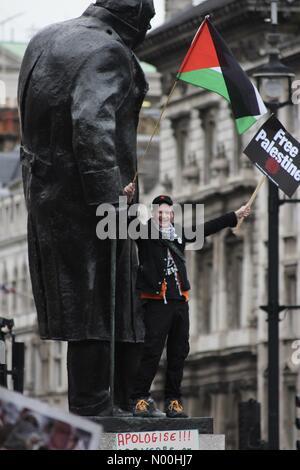 London, UK. 4th November, 2017. London, UK. 04th Nov, 2017. Protester at Justice for Palestine Rally, London. Credit: - Stock Photo