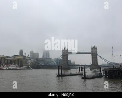 London, UK. 20th December, 2017. The London Shard is shrouded in fog this morning, seen next to Tower Bridge on - Stock Photo
