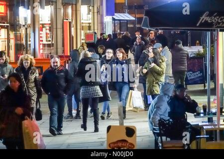 Guildford, UK. 23rd Dec, 2017. Christmas 2017: Late night shopping in Guildford. High Street, Guildford. 23rd December - Stock Photo