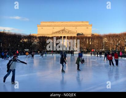 Washington, District of Columbia, USA. 27th Dec, 2017. Ice skaters at the National Gallery of Art Sculpture Garden - Stock Photo