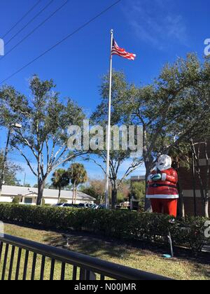 Florisa, USA. 5th January, 2018. Father Christmas with American Flag in sunny Florida Credit: Teresa Williams/StockimoNews/Alamy - Stock Photo