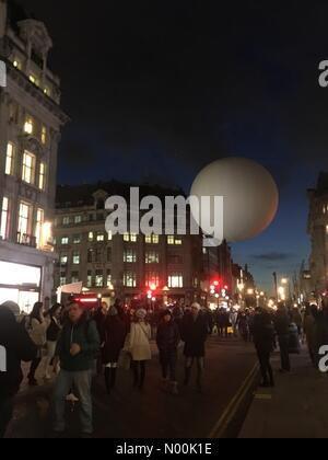 Oxford St, London, UK. 19th Jan, 2018. 19/01/2018 London UK Oxford Circus Lumiere Festival 2018 Credit: Emin Ozkan/StockimoNews/Alamy - Stock Photo