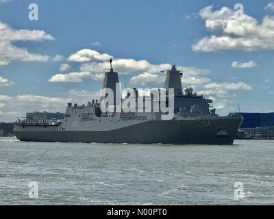 New York City, USA. 23rd May, 2018. The USS Arlington (LPD24) arrives in New York City On Wednesday May 23, 2018 to participate in New York City's 30th Parade of Ships to start The Memorial Day Holiday Week. Credit: ses7/StockimoNews/Alamy Live News - Stock Photo