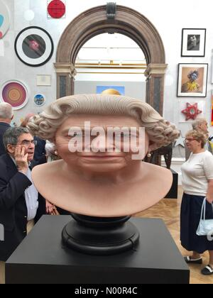 Royal Academy of Arts Summer Open Exhibition Private View Launch with stretched queens head sculpture by John Humphries. - Stock Photo