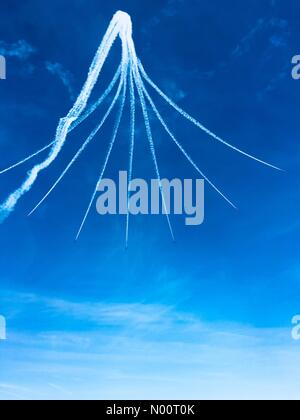 Cleethorpes, Lincolnshire, UK. 1st July, 2018. The red arrows display team performing at the Cleethorpes national armed forces day on the 100th anniversary of the RAF forming. Vapour trails and patterns set against blue sky. Cleethorpes uk Credit: narrative22/StockimoNews/Alamy Live News - Stock Photo