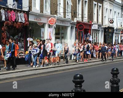 Notting Hill, London, UK. 17th July 2018. UK Weather: Tourists shopping in hot sunshine at Pembridge Road, Notting Hill, London. 17th July 2018 Credit: Janet Priddle/StockimoNews/Alamy Live News - Stock Photo