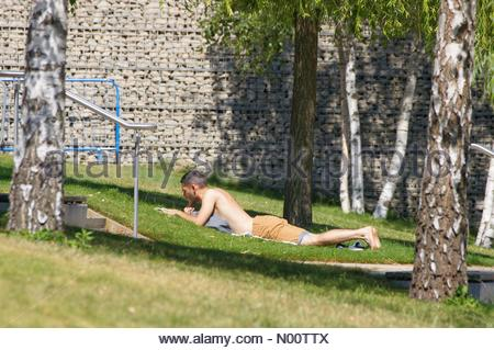 London, UK. 23rd July 2018. People enjoy sunny day at Queen Elizabeth Olympic Park in Stratford. Credit: Marcin Rogozinski/StockimoNews/Alamy Live News - Stock Photo