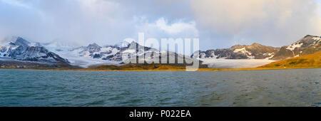 Gletscher und schneebeckte Berge, Suedgeorgien | Glacier and snow covered mountains, South Georgia Island, Sub Antarctica - Stock Photo
