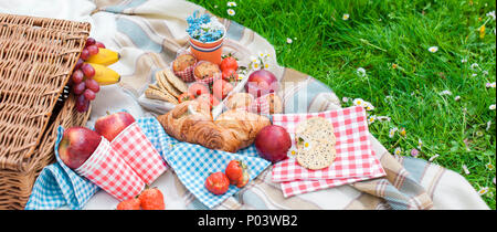 Picnic in the celebration of the king's day. Lunch in the garden. Orange accessories. Spring in the Netherlands. Postcard and text - Stock Photo