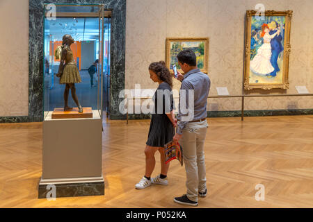 Young Couple admire The Little Fourteen Year Old Dancer, Edgar Degas, 1888, Museum of Fine Arts, Boston, Mass, USA, North America - Stock Photo