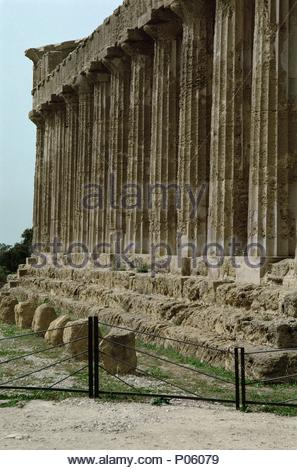 Concordia temple in Agrigentum, Sicily Doric temple, 112 x 19.70 m. Location: Archaeological Site, Agrigentum, Sicily, Italy. - Stock Photo
