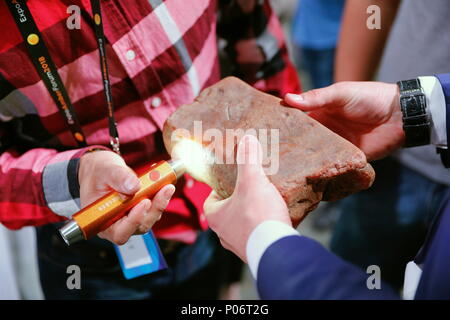 Svetlogorsk, Russia. 08th June, 2018. KALININGRAD REGION, RUSSIA - JUNE 8, 2018: People attend an auction selling unique amber nuggets weighing over 1kg as part of the 2018 Amberforum, an international economic forum of amber industry held in the town of Svetlogorsk. Vitaly Nevar/TASS Credit: ITAR-TASS News Agency/Alamy Live News - Stock Photo