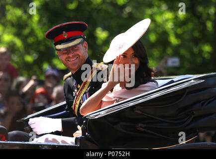 London, UK, June 9, 2018. Prince Harry, Duke of Sussex and Meghan Markle, Duchess of Sussex make their way to Horse Guards Parade for the Trooping of the Colour 2018. Trooping the Colour marks the Queens official birthday. Trooping the Colour, London, June 9, 2018 Credit: Paul Marriott/Alamy Live News Credit: Paul Marriott/Alamy Live News - Stock Photo