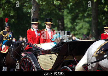 London,UK,9th June 2018,The annual Trooping the Colour took place in Horseguards Parade to mark the Queens official Birthday. It was a traditional ceremony full of military pomp and pageantry. Members of the Royal Family ride in carriages and on horseback along The Mall, London on their way to the ceremony in Horseguards Parade. Credit Keith Larby/Alamy Live News - Stock Photo