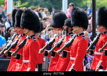 The Mall, London, UK, 9th June 2018. A Sikh soldier, Guardsman Charanpreet Singh Lall (middle), is the first to wear a turban at Trooping the Colour. The Sovereign's birthday is officially celebrated by the ceremony of Trooping the Colour, the Queen's Birthday Parade. Troops from the  Household Division, overall 1400 officers and soldiers are on parade, together with two hundred horses; over four hundred musicians from ten bands and corps of drums. - Stock Photo