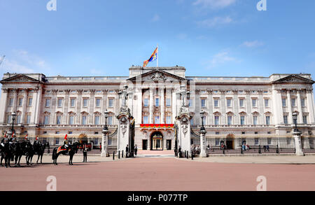 London, UK. 09th June, 2018. Buckingham Palace in London, on June 09, 2018, to attend Trooping the colour, the Queens birthday parade Photo : Albert Nieboer/Netherlands OUT/Point de Vue OUT - NO WIRE SERVICE - Credit: Albert Nieboer/RoyalPress/dpa/Alamy Live News - Stock Photo