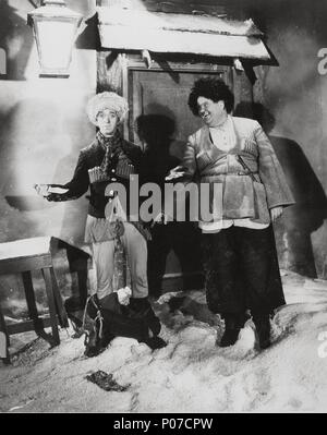 Original Film Title: THE ROGUE SONG.  English Title: THE ROGUE SONG.  Film Director: LIONEL BARRYMORE.  Year: 1930.  Stars: OLIVER HARDY; STAN LAUREL. Credit: M.G.M / Album - Stock Photo