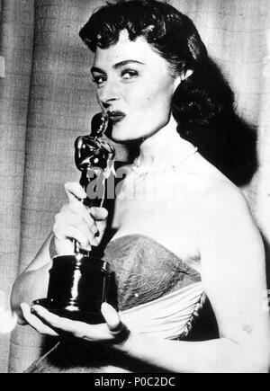 Description: 26th Academy Awards (1954). Donna Reed, best actress in a supporting role for 'From Here to Eternety'..  Year: 1954.  Stars: DONNA REED. - Stock Photo