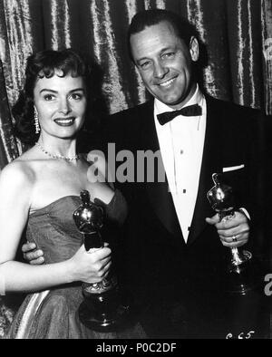 Description: The 26th Academy Awards / 1954.   William Holden, best actor for 'Stalag 17'. Donna Reed, best actress in a supporting role for 'From Here to Eternety'..  Year: 1954.  Stars: DONNA REED; WILLIAM HOLDEN. - Stock Photo