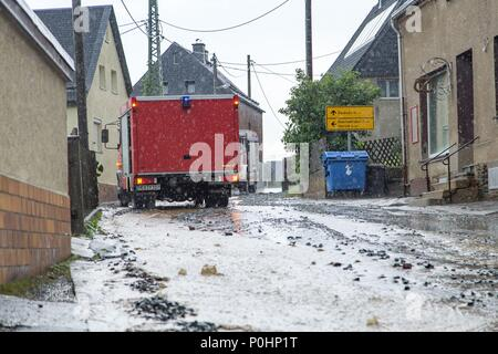 09 June 2018, Germany, Gehringswalde: Fire fighters work against large water masses flooding the streets after heavy rainfalls occurred in the region. Photo: Andre März/dpa-Zentralbild/dpa - Stock Photo