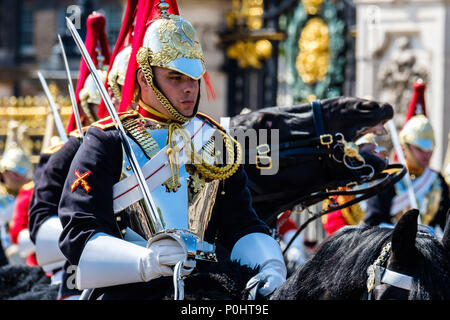 Blues and Royals of the Household Calvary at Trooping the Colour and Queens Birthday Parade on Saturday 9 June 2018 in Buckingham Palace , London. Pictured: Household Calvary, Sovereign's Escort forms outside Buckingham Palace. Picture by Julie Edwards. Credit: Julie Edwards/Alamy Live News - Stock Photo