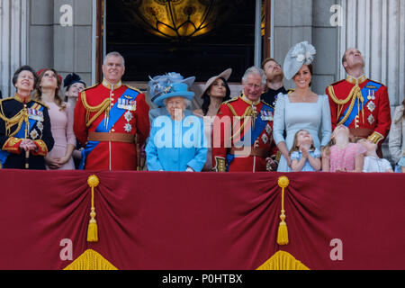 London, UK, 9 June 2018. The Royal Family gather on the palace balcony  at Trooping the Colour and Queens Birthday Parade on Saturday 9 June 2018 in Buckingham Palace , London. Pictured: Anne, The Princess Royal, Prince Andrew, The Duke of York, HRH Queen Elizabeth II, Prince Charles, Prince of Wales, Meghan Markle, Duchess of Sussex, Prince Harry, The Duke of Sussex, Kate, Duchess of Cambridge, Prince William, Duke of Cambridge, Princess Charlotte of Cambridge , Prince George of Cambridge. Picture by Julie Edwards. Credit: Julie Edwards/Alamy Live News - Stock Photo