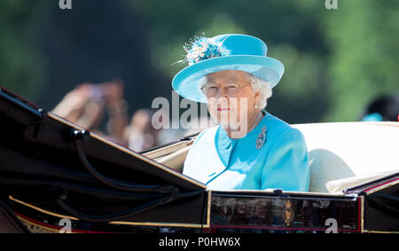 London, UK, 9 June 2018. HRH The Queen during Trooping the Colour - Queen Elizabeth II Birthday Parade 2018 at The Mall, Buckingham Palace, England on 9 June 2018. Photo by Andy Rowland. Credit: Andrew Rowland/Alamy Live News Credit: Andrew Rowland/Alamy Live News Credit: Andrew Rowland/Alamy Live News - Stock Photo