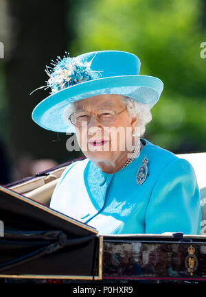 London, UK, 9 June 2018. HRH Queen Elizabeth II during Trooping the Colour - Queen Elizabeth II Birthday Parade 2018 at The Mall, Buckingham Palace, England on 9 June 2018. Photo by Andy Rowland. Credit: Andrew Rowland/Alamy Live News Credit: Andrew Rowland/Alamy Live News - Stock Photo