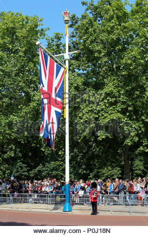 London, UK. 9th June, 2018. A trooper from the 1st Battalion Irish Guards lining The Mall next to one of the crowned flagpole flying the Union Jack. The 2018 Trooping the Colour / Queen's Birthday Parade. Credit: Katie Chan/Alamy Live News - Stock Photo