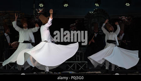 Chiuduno, Italy. 8th June 2018. The Turkish whirling dancers or Sufi whirling dancers performing of the Mevlevi (whirling dervish) sema  at the festival LO SPIRITO DEL PIANETA Credit: Simone Brambilla/Alamy Live News The Turkish whirling dancers or Sufi whirling dancers performing of the Mevlevi (whirling dervish) sema  at the festival LO SPIRITO DEL PIANETA Credit: Simone Brambilla/Alamy Live News - Stock Photo