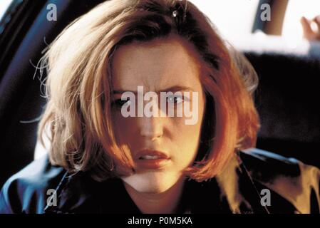 Original Film Title: X-FILES, THE.  English Title: X-FILES, THE.  Film Director: ROB BOWMAN.  Year: 1998.  Stars: GILLIAN ANDERSON. Credit: 20TH CENTURY FOX / Album - Stock Photo