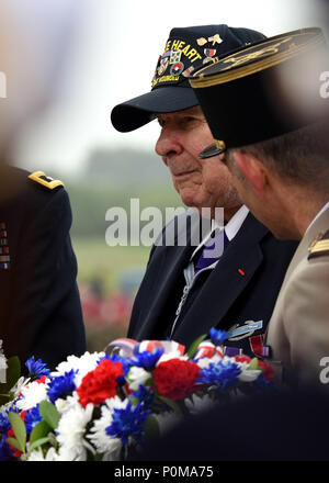 SAINTE-MARIE-DU-MONT, France (June 6, 2018) D-Day veteran John Roman prepares to lay a wreath of remembrance during the Utah Beach Federal Monument Ceremony. This year marks the 74th anniversary of Operation Overlord, the Allied invasion of Normandy on June 6, 1944 -- most commonly known as D-Day. An epic multinational amphibious and airborne operation, D-Day forged partnerships and reinforced transatlantic bonds that remain strong today. Overall, U.S. service members from 20 units in Europe and the U.S. participated in events and ceremonies May 30-June 7, 2018, in almost 40 locations througho - Stock Photo