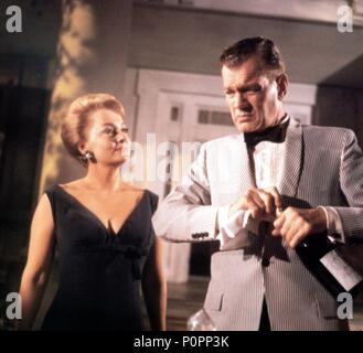 Original Film Title: HUSH... HUSH SWEET CHARLOTTE.  English Title: HUSH... HUSH SWEET CHARLOTTE.  Film Director: ROBERT ALDRICH.  Year: 1964.  Stars: OLIVIA DE HAVILLAND; JOSEPH COTTEN. Credit: 20TH CENTURY FOX / Album - Stock Photo