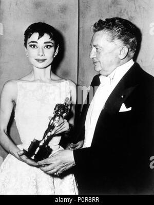 Description: 26th Annual Academy Awards / 1954.   Audrey Hepburn, best actress for 'Roman Holiday'. Jean Hersholt as Oscar Night´s host..  Year: 1954.  Stars: JEAN HERSHOLT; AUDREY HEPBURN. - Stock Photo