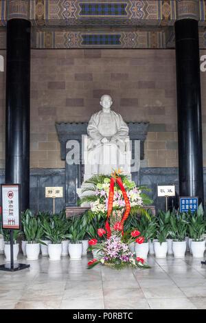 Nanjing, Jiangsu, China.  Statue of Sun Yat-sen in the Sun Yat-sen Mausoleum. - Stock Photo