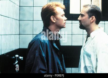 Original Film Title: KISS OF DEATH.  English Title: KISS OF DEATH.  Film Director: BARBET SCHROEDER.  Year: 1995.  Stars: NICOLAS CAGE; DAVID CARUSO. Credit: 20TH CENTURY FOX / Album - Stock Photo