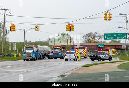 May 18 2018 Stevensville MI USA; a bad accident shows first res-ponders, police, fire truck and tow truck. Important workers when you need help - Stock Photo