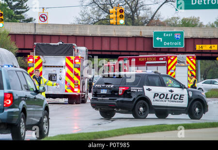 May 18 2018 Stevensville MI USA; a police man directs traffic at the scene of a bad accident on the highway - Stock Photo