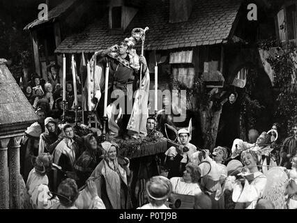 Original Film Title: NOTRE DAME DE PARIS.  English Title: THE HUNCHBACK OF NOTRE DAME.  Film Director: JEAN DELANNOY.  Year: 1956.  Stars: ANTHONY QUINN. Credit: PARIS-FILM PRODUCTIONS/ALLIED ARTISTS / VOINQUEL, RAYMOND / Album - Stock Photo