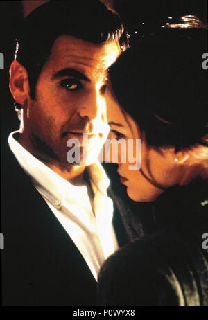 Original Film Title: OUT OF SIGHT.  English Title: OUT OF SIGHT.  Film Director: STEVEN SODERBERGH.  Year: 1998.  Stars: GEORGE CLOONEY; JENNIFER LOPEZ. Credit: UNIVERSAL PICTURES / MORTON, MERRICK / Album - Stock Photo