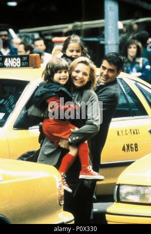 Original Film Title: ONE FINE DAY.  English Title: ONE FINE DAY.  Film Director: MICHAEL HOFFMAN.  Year: 1996.  Stars: GEORGE CLOONEY; MICHELLE PFEIFFER; MAE WHITMAN; ALEX D. LINZ. Credit: 20TH CENTURY FOX / ARONOWITZ, MILES / Album - Stock Photo