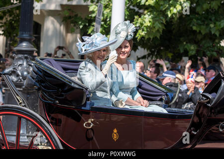 London, UK. 9 June  2018. HM Queen Elizabeth II arriving at Trooping the Colour 2018 without Prince Philip. credit: Benjamin Wareing/ Alamy Live News London, UK. 9 June  2018. TRH The Duchess of Cambridge and Duchess of Cornwall, Camilla and Kate, arriving at Trooping the Colour 2018. - Stock Photo