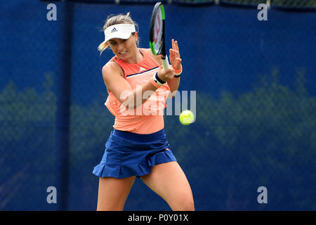 Nottingham Tennis Centre, Nottingham, UK. 10th June, 2018. The Nature Valley Open Tennis Tournament; Paula Badosa Gibert of Spain plays a forehand shot Katie Swan of Great Britain Credit: Action Plus Sports/Alamy Live News