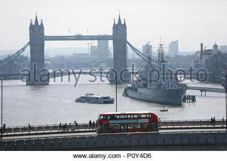 London, UK. 10th June 2018. Glorious weather in London as many buildings open for Open Gardens weekend. The Open Gardens weekend continues in London in gardens and building rooftops across London. Among these is the Nomura International building's rooftop garden which this morning saw many visitors come to enjoy the spectacular views and activities. Credit: Clearpix/Alamy Live News - Stock Photo