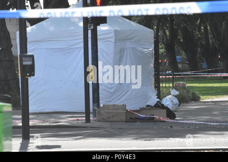 London, UK. 10th June 2018. The capital see's the 74th murder this year so far as the murder scene of a man said to be in his 30s was fatally stabbed to death. he was pronounced dead on the scene by the ambulance and police services that arrived on the scene in response to calls of a seriously injured man it turned out that the victim had been fatally stabbed. The Metropolitan Police have opened their 74th murder investigation after this latest incident to hit the capital city of London in this frenzy of knife crime. Credit: Ricardo Maynard/Alamy Live News - Stock Photo