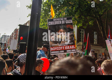 London, UK. 10th June 2018. Palestinian Supporter at the Al-Quds March Credit: Alex Cavendish/Alamy Live News - Stock Photo