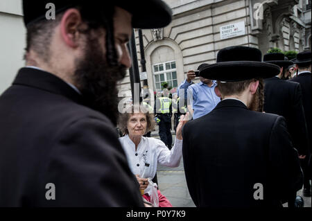 A woman saying 'shame on you' to the Orthodox Jews supporters of Palestine.  Hundreds of anti-Israel protesters marched through the streets on the annual Al Quds Day. Started by the Ayatollah Khomeini in 1979 to show support for Palestine and oppose the existence of Israel and the counter protest from the Zionist Federation. - Stock Photo